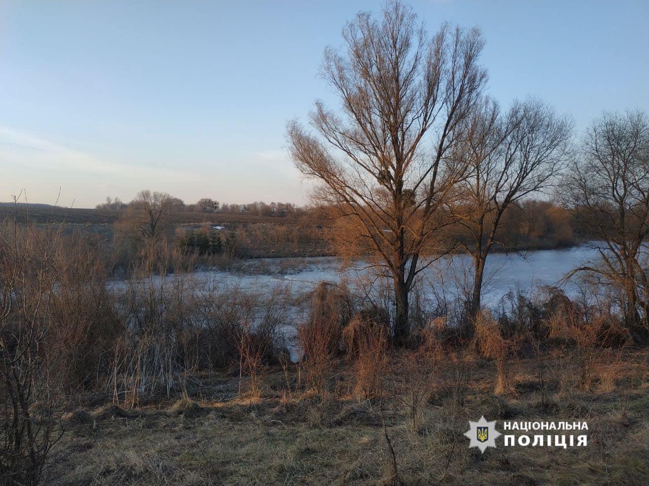 На Черкащині двоє хлопців провалилися під воду, один із них загинув