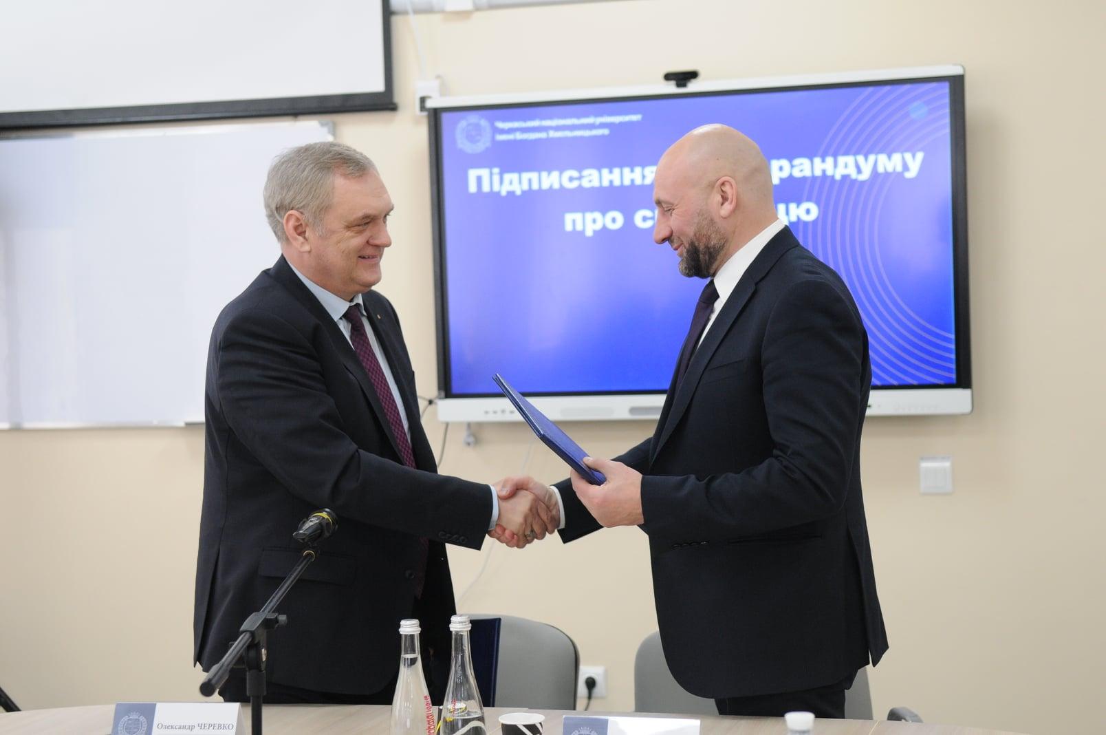 ЧНУ підписав меморандум про співпрацю з Черкаською міською радою