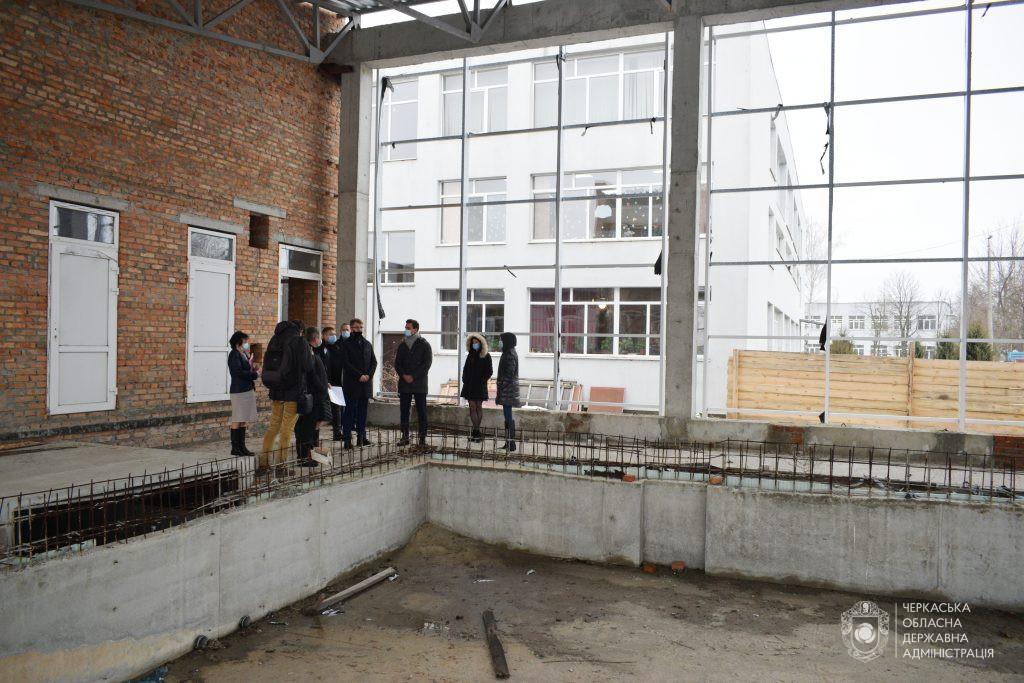 Олександ Скічко оглянув ще один довгобуд – басейн у Золотоноші (ВІДЕО)