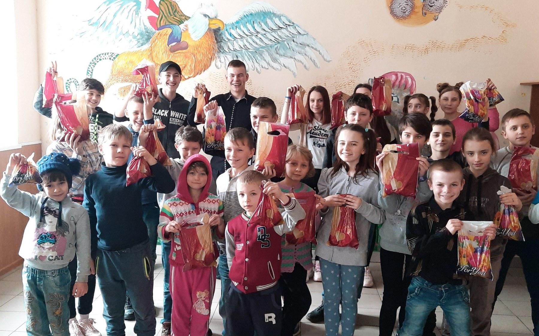Вихованці санаторію «Руська Поляна» отримали подарунки від ротарійців