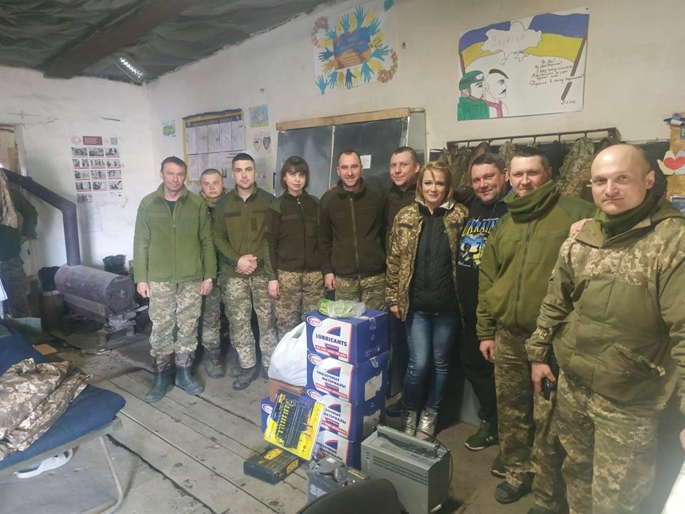 Черкаські волонтери передали допомогу українським бійцям