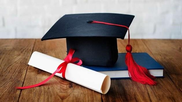 Черкаські випускники не залишаться без відміток про досягнення в дипломах