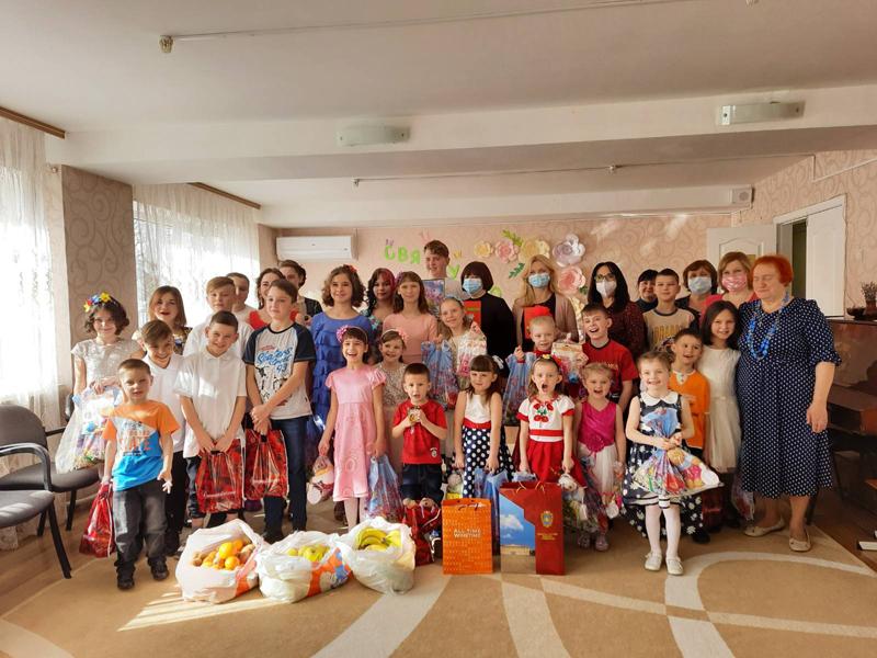 """Лариса Кошова та Оксана Покатілова привітали вихованців """"Теплого дому"""" зі святом весни"""