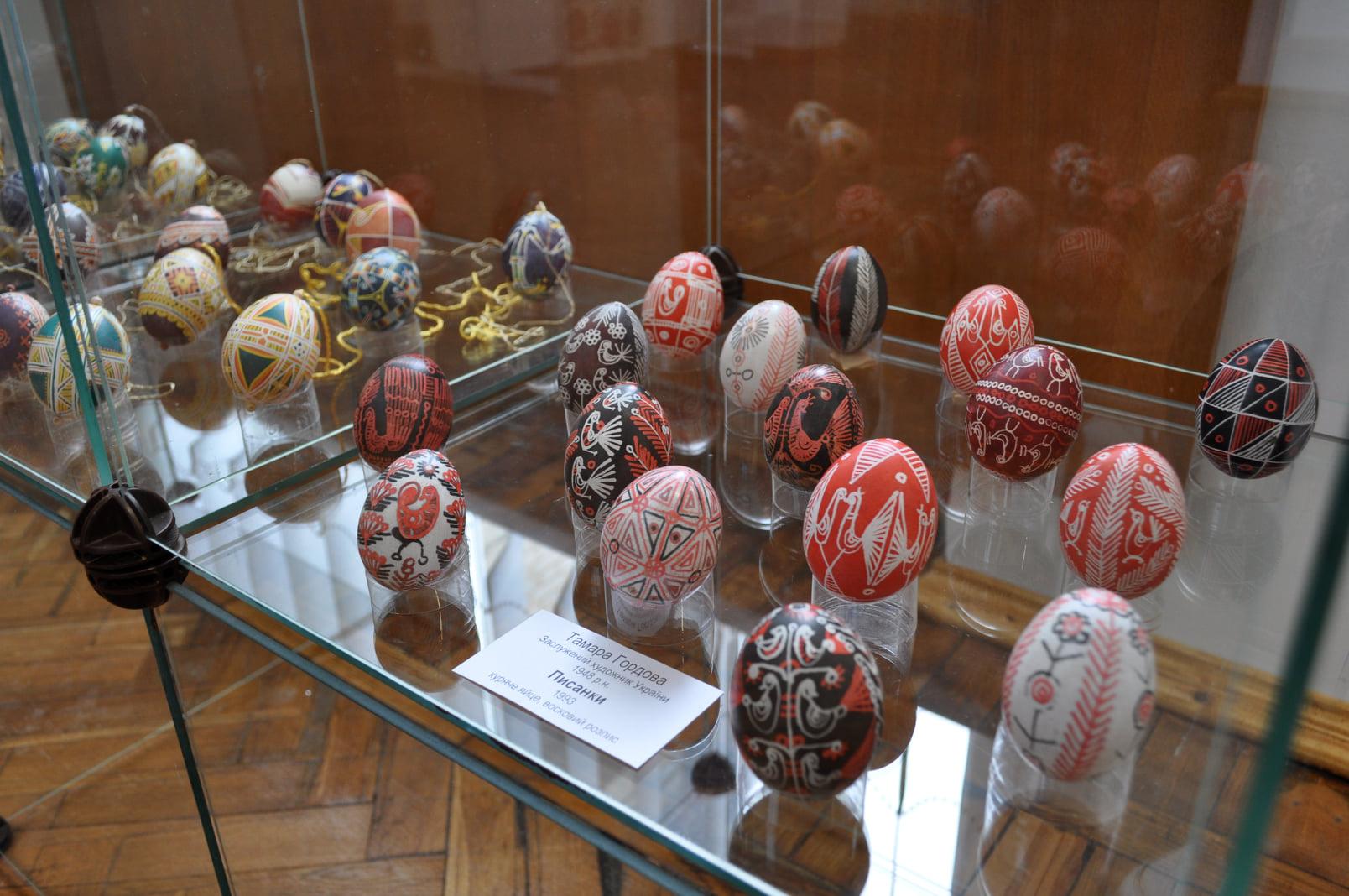 У Черкаському художньому музеї відкрили виставку до Великодня