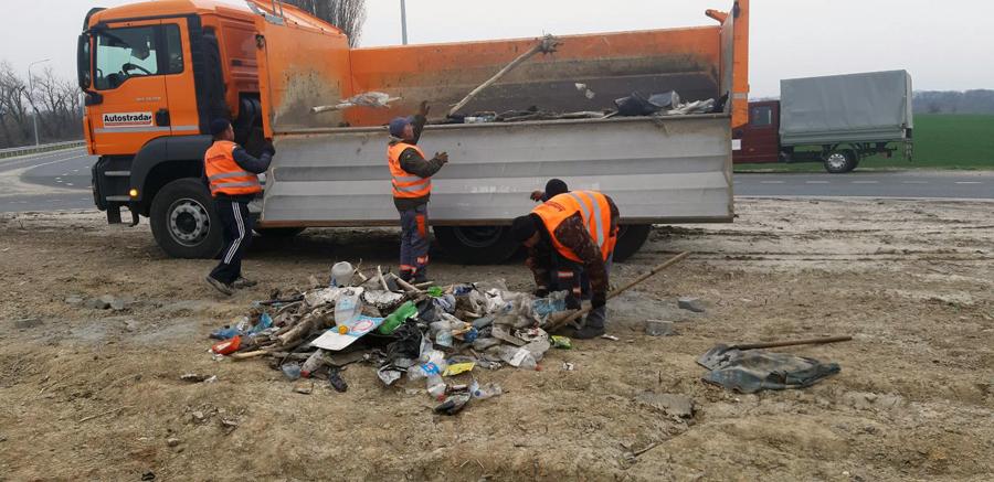 На дорогах Черкащини ліквідовують сміттєзвалища (ФОТО)