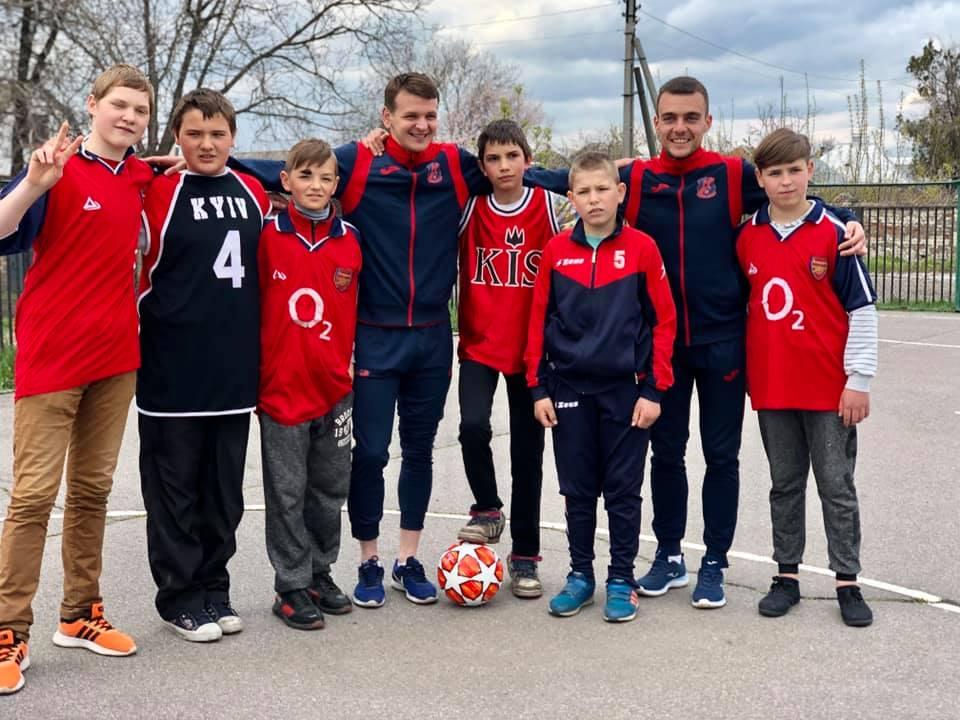 Команда МСК «Дніпро» завітали в гості до вихованців Золотоніської спеціальної школи