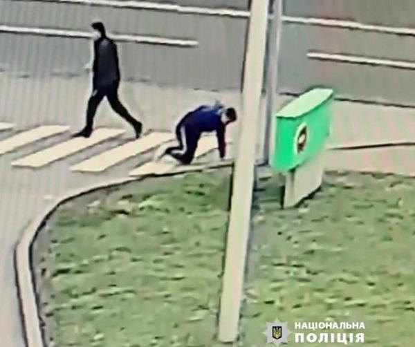 Чоловіка, який ударив ножем хлопця в Черкасах, затримали