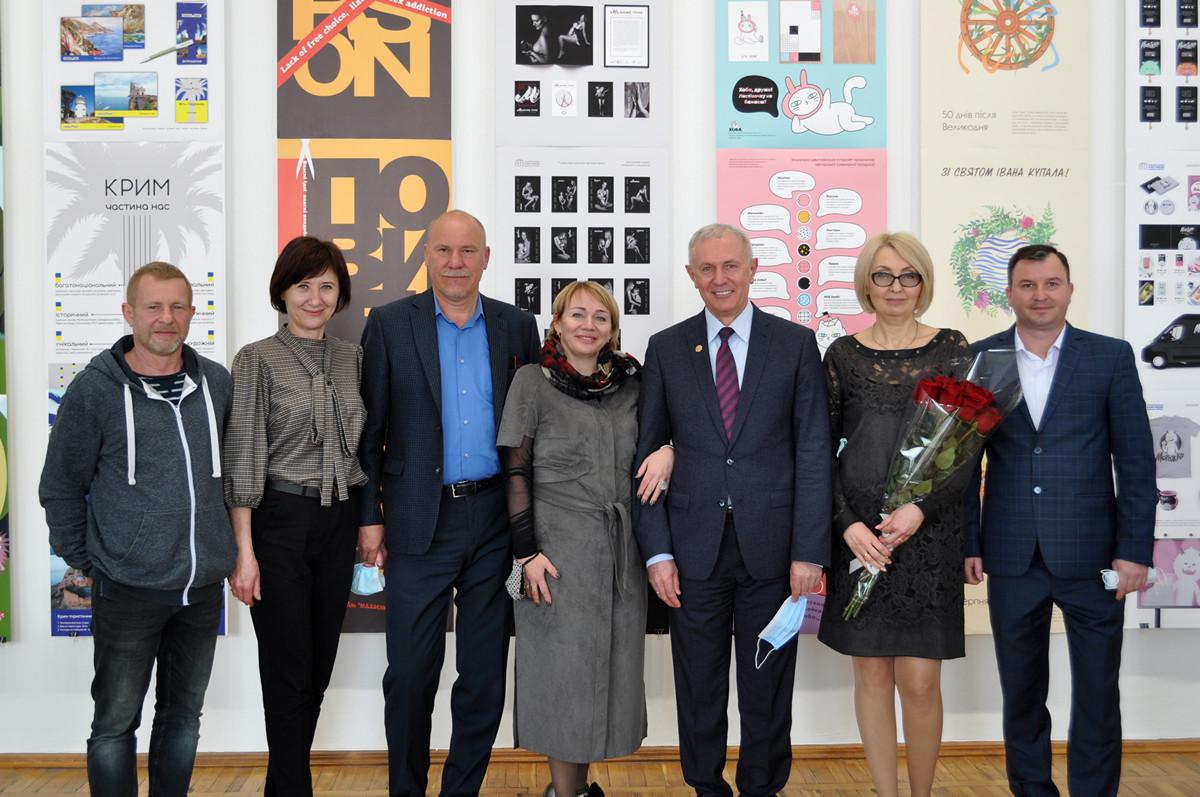 Вертикальний горизонт-55: у художньому музеї презентували виставку робіт студентів