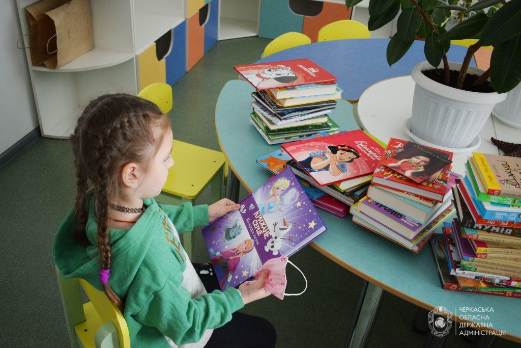 «Книжковий» подарунок передали Черкаській дитячій обласній лікарні