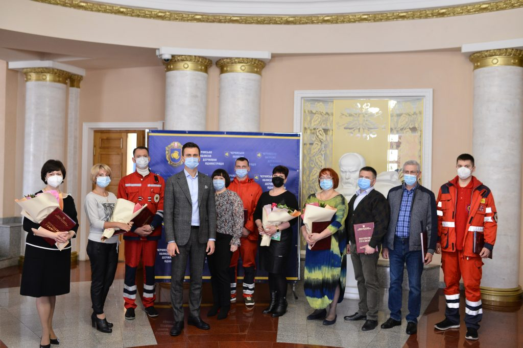 Десять черкаських лікарів отримали нагороди від голови ОДА