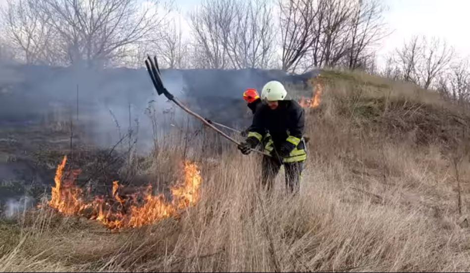 За вихідні на Черкащині ліквідували 18 пожеж сухої трави (ВІДЕО)