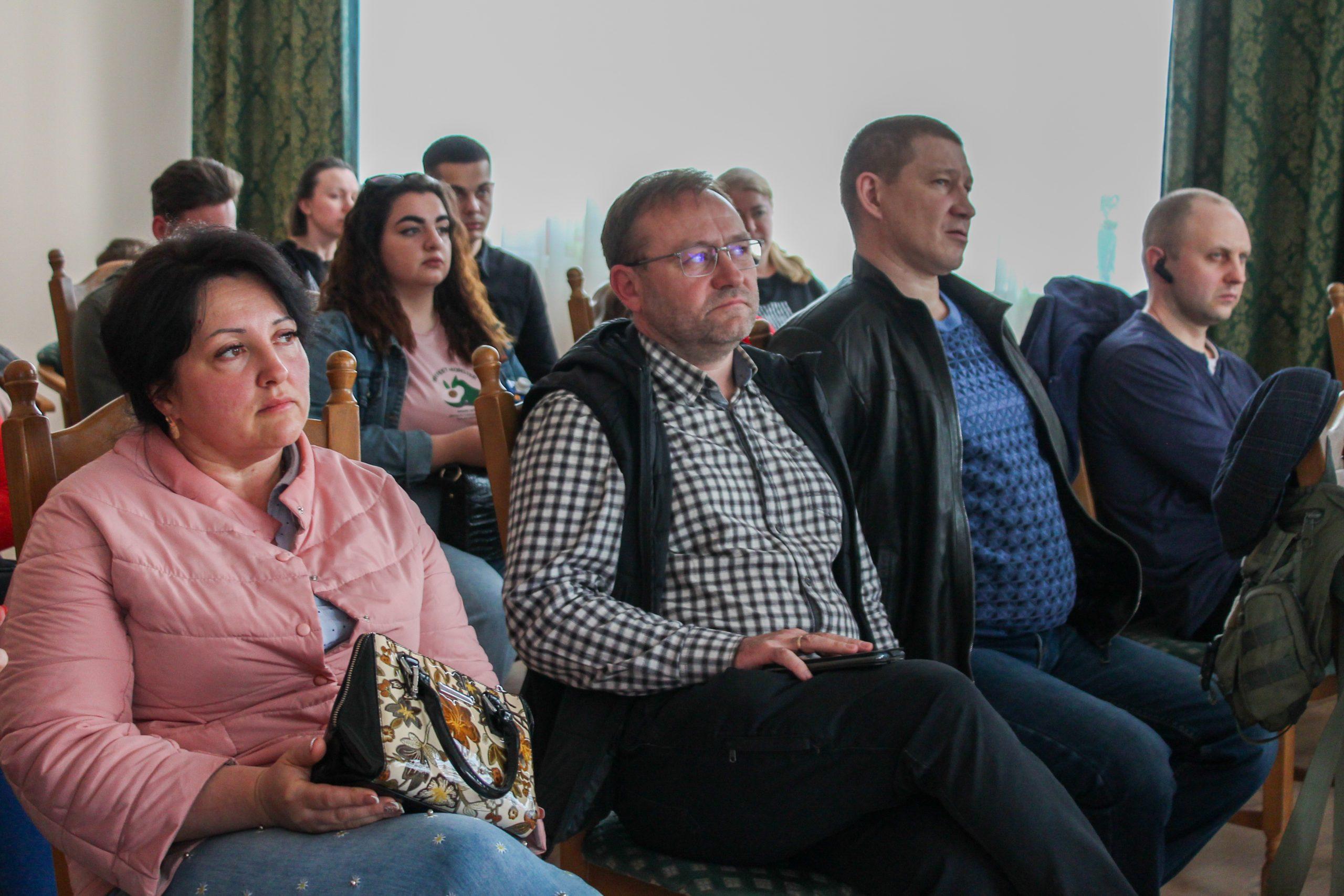 Слухачі курсу з підприємництва в Черкасах обговорили макроекономічні тенденції (ФОТО)