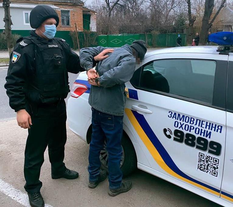 У Корсунь-Шевченківському чоловік незаконно проник до музею
