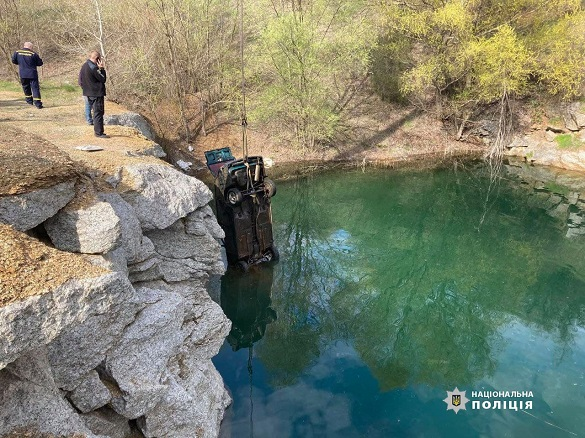 На Черкащині чоловік втопив автомобіль через сварку з дружиною