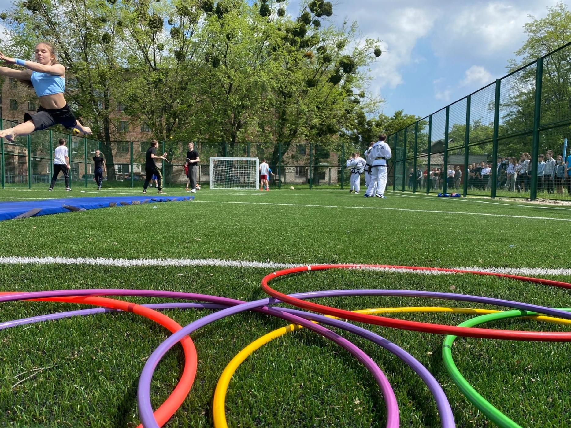 Новий спортивний майданчик зі штучним покриттям відкрили в Черкасах