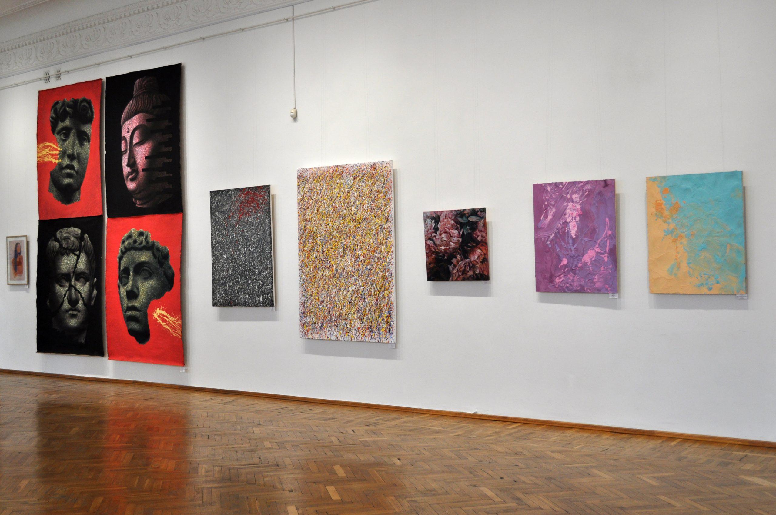 У Черкасах презентували виставку сучасного мистецтва (ФОТО)