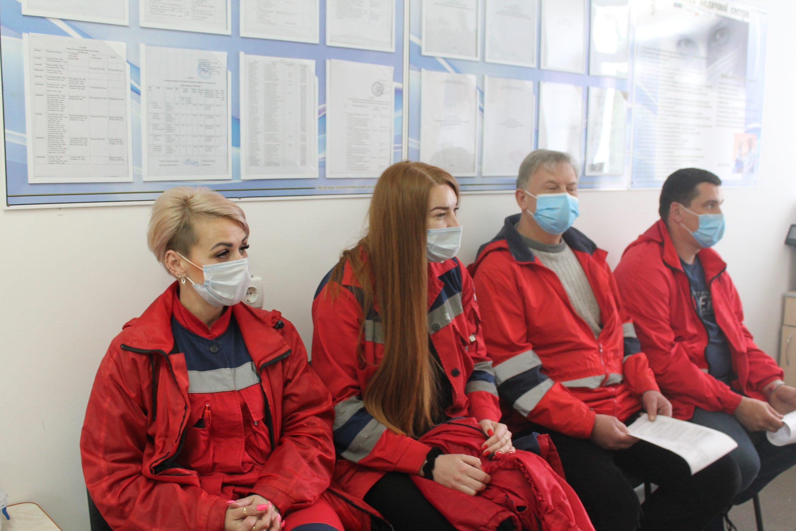 Черкаські медики отримали другу дозу вакцини від ковіду