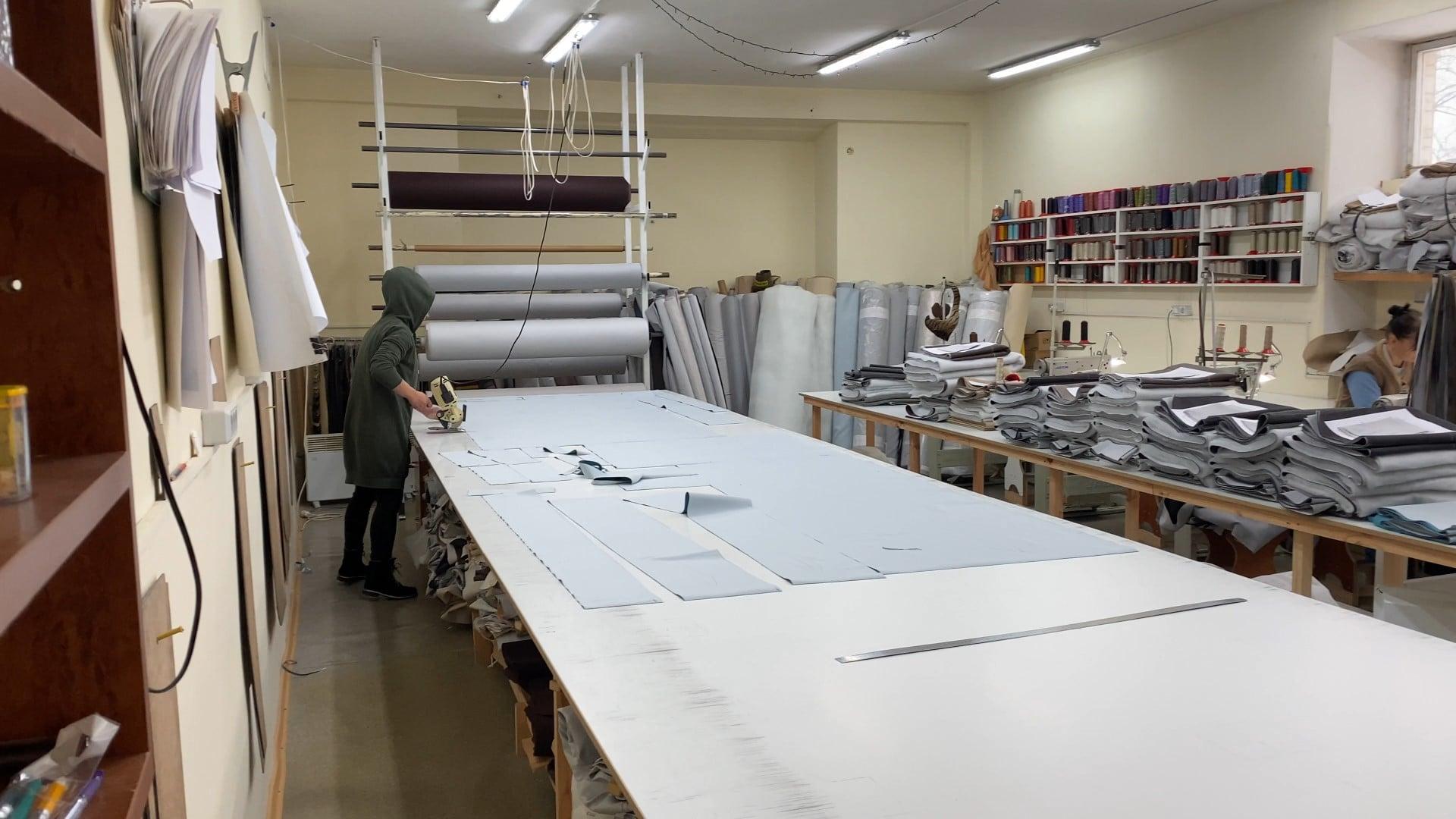 У Черкаському центрі реінтеграції виготовляють меблі, білизну й іграшки на замовлення (ФОТО)