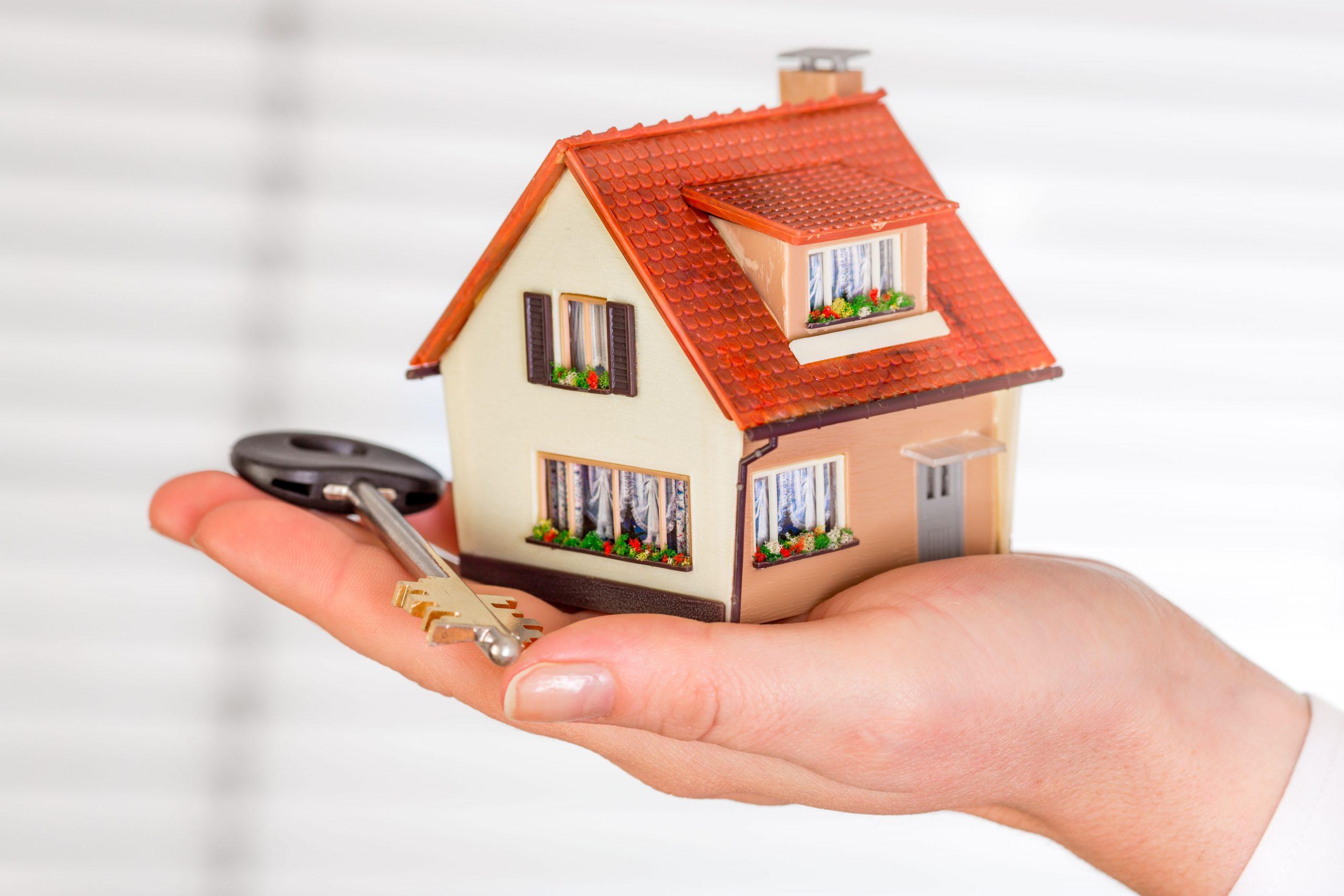 Чи має право скористатися податковою знижкою за іпотечним кредитуванням один із членів подружжя за вибором, коли об'єкт іпотеки знаходиться у спільній власності?