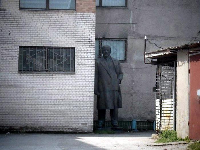 Усі пам'ятники Леніну пропонують вивезти до Чорнобиля