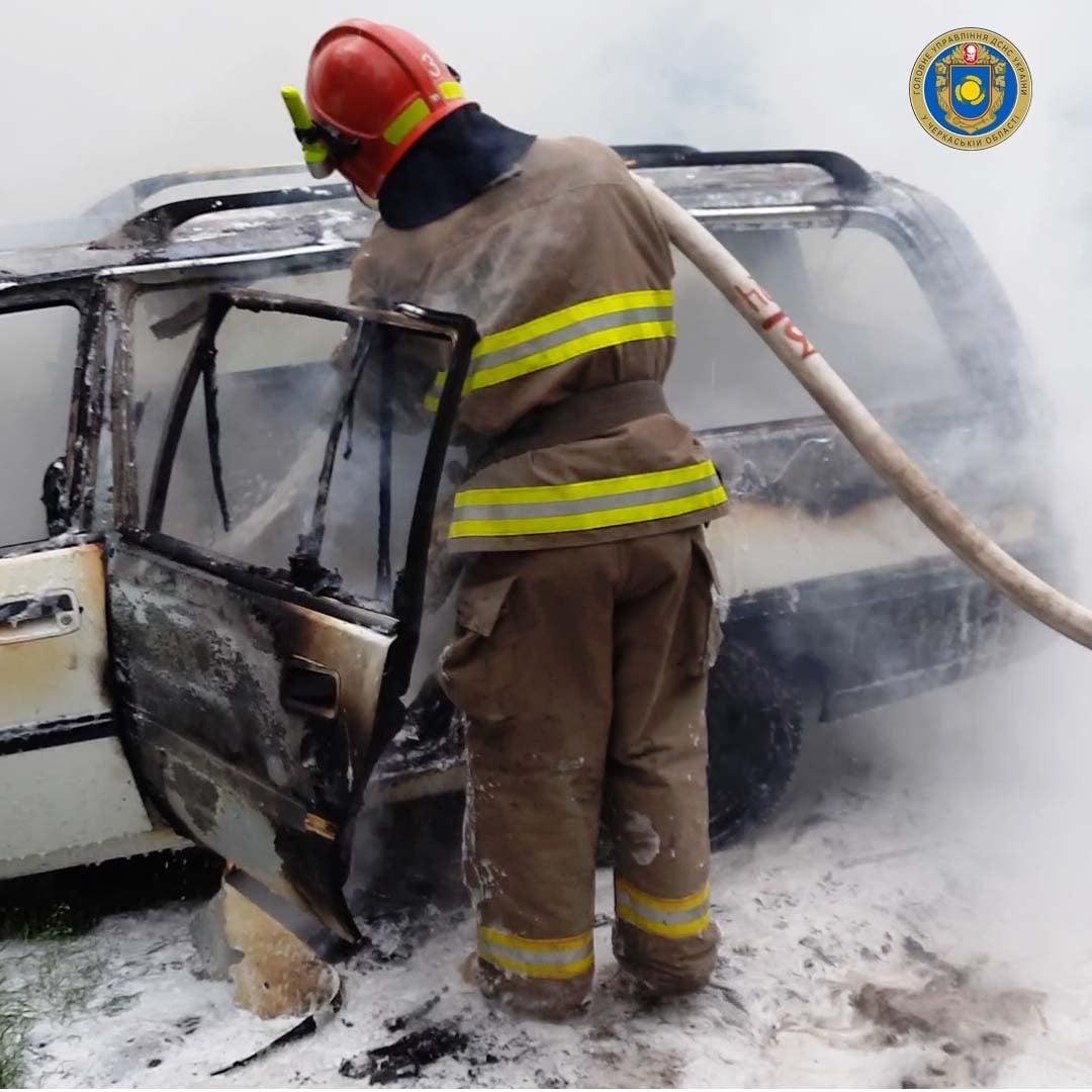 Рятувальники двічі гасили автомобілі на Черкащині