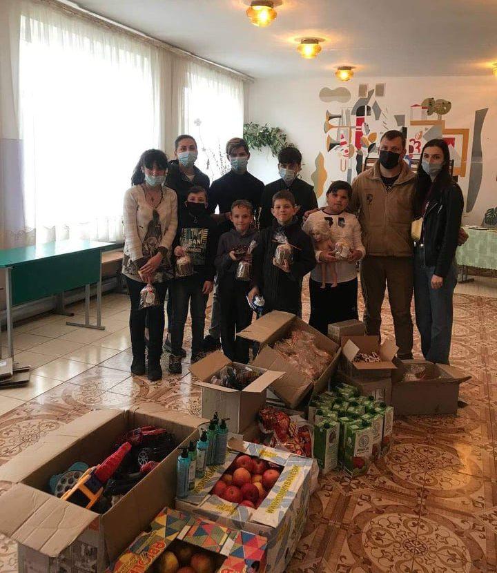 Черкаські волонтери привітали вихованців інтернату з Великодніми святами