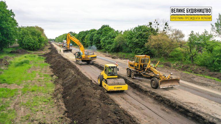 На Уманщині продовжують ремонтувати дорогу Н-16