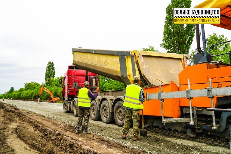 На Уманщині продовжують ремонтувати 9 км дороги