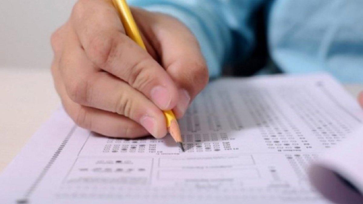 На Черкащині чотири учні склали ЗНО з англійської мови на 200 балів