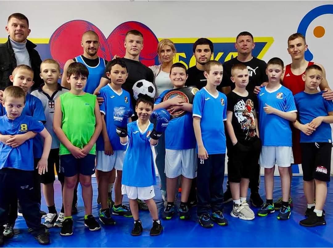 """""""Чемпіони по життю"""" побували на справжньому тренуванні з боксу"""