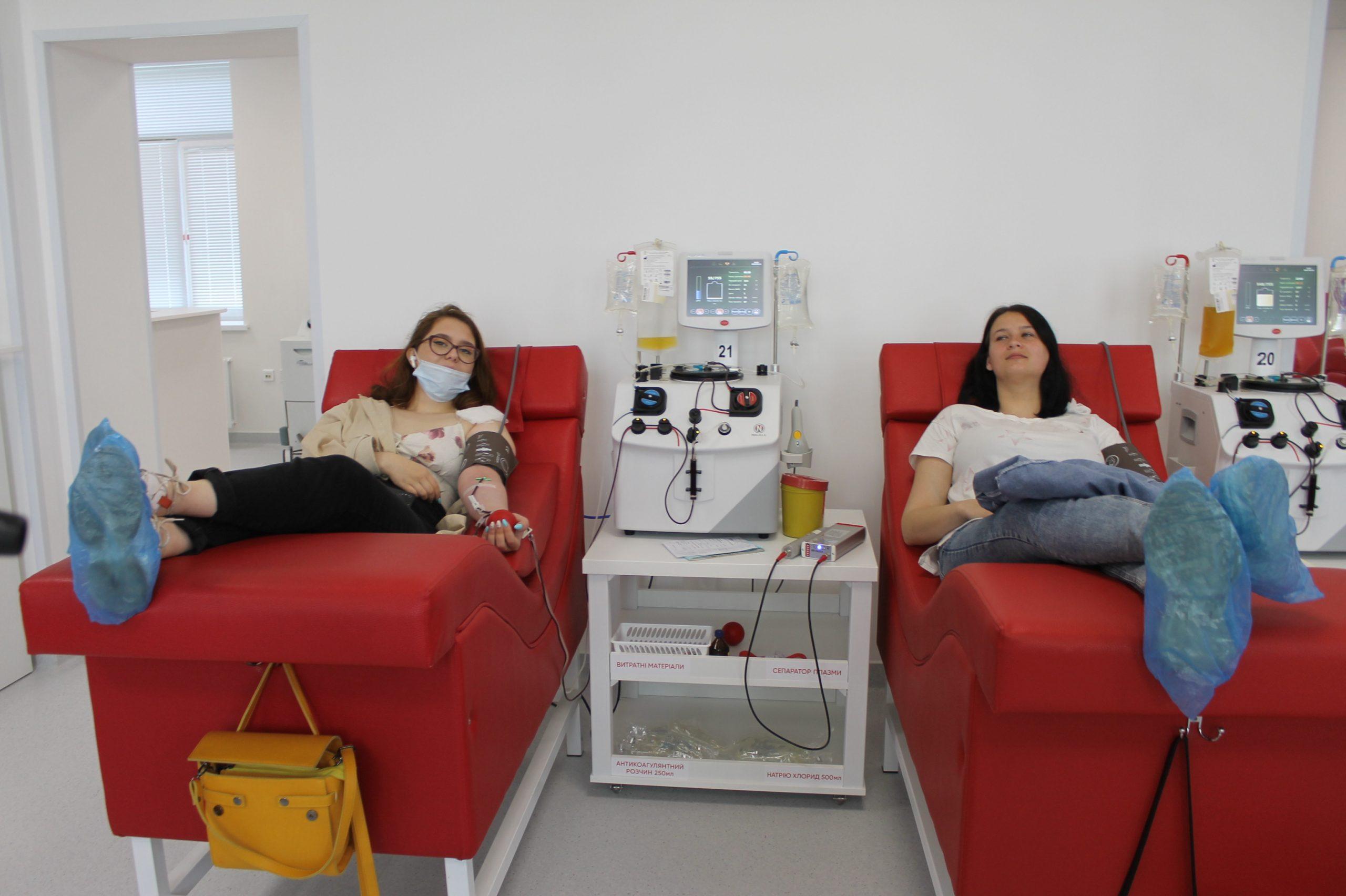 """Черкащанки відсвяткували річницю дружби в """"Biopharma Plasma"""" (ВІДЕО)"""