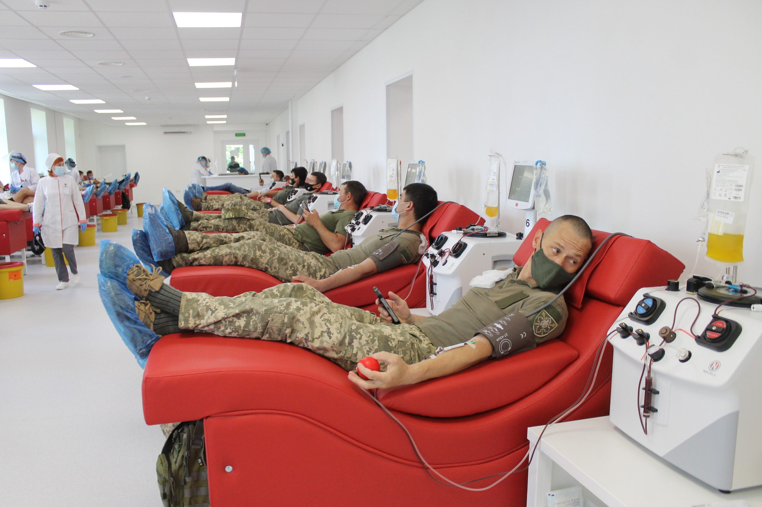 Військовослужбовці ЗСУ стали донорами крові в Черкасах (ВІДЕО)