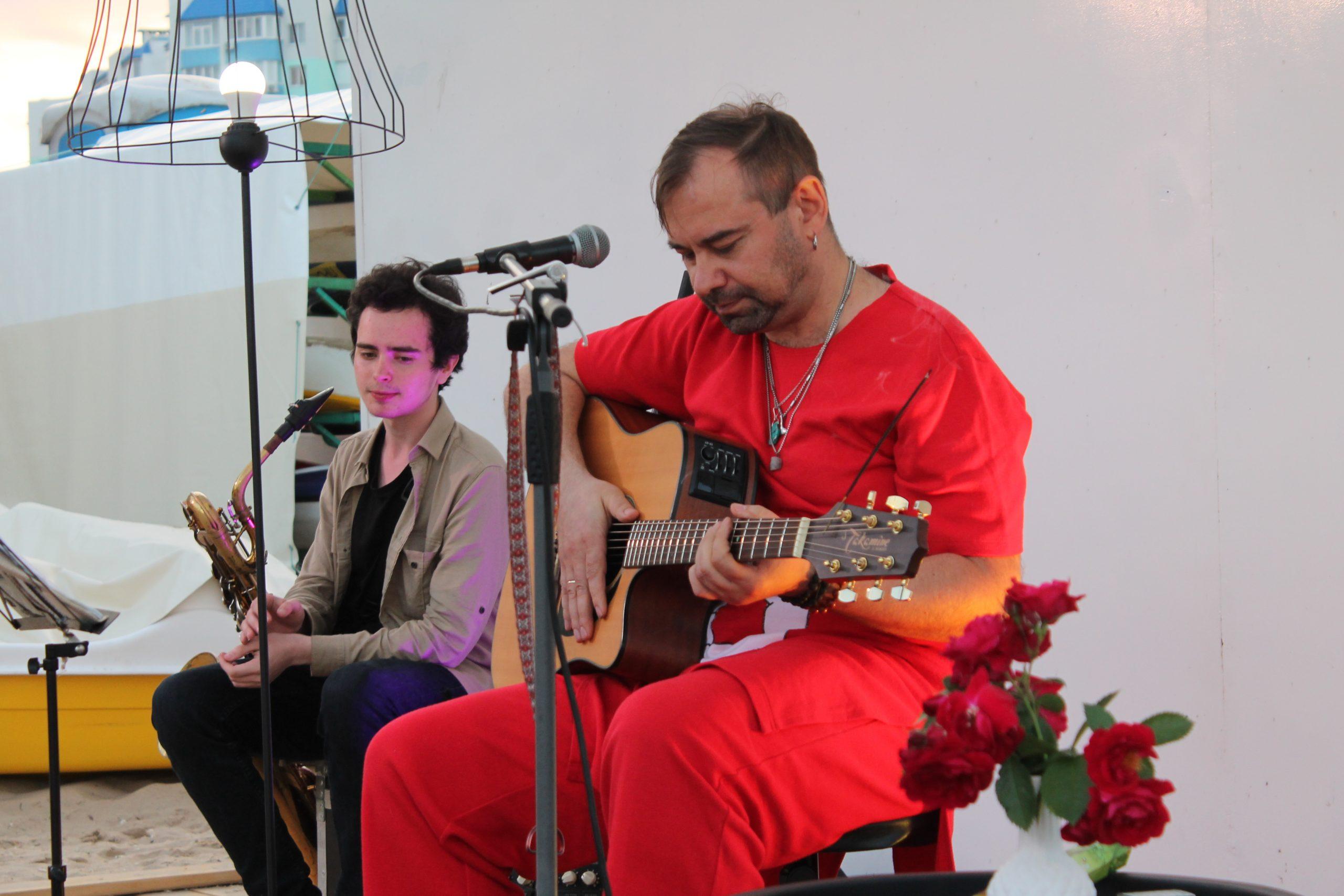 Сергій Бобров презентував першу сольну програму під назвою «Нитки» в Черкасах