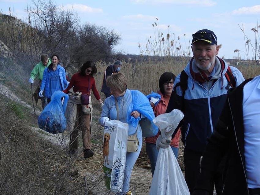 Черкаські ротарійці долучилися до акції з прибирання узбережжя Дніпра