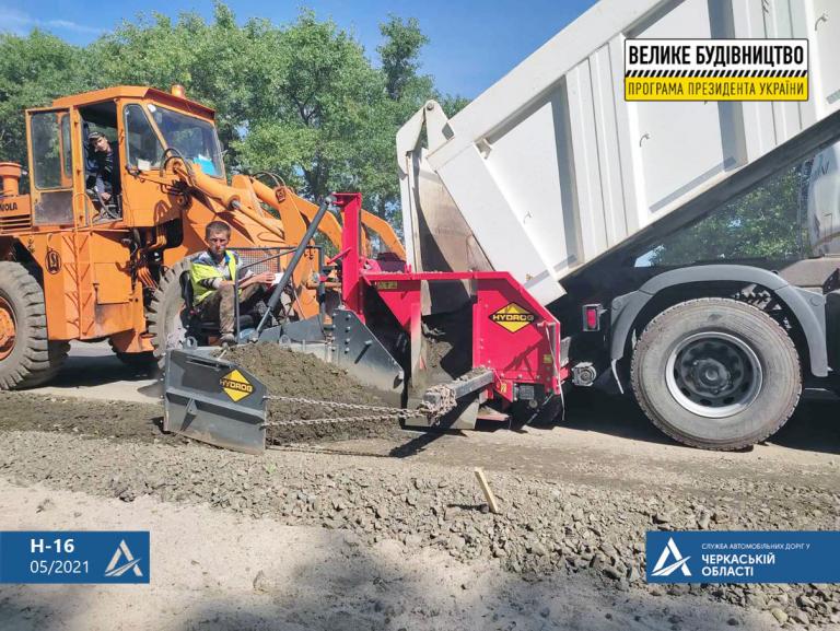 Триває капітальний ремонт ділянки дороги між селами Легедзино та Доброводи