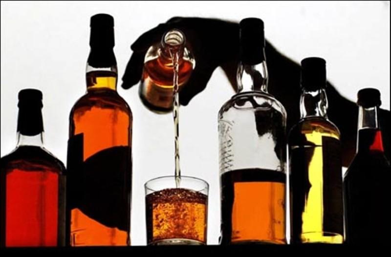Відповідальність, яка застосовується до суб'єкта господарювання  за продаж алкогольних напоїв у заборонений рішенням відповідного органу місцевого самоврядування час доби
