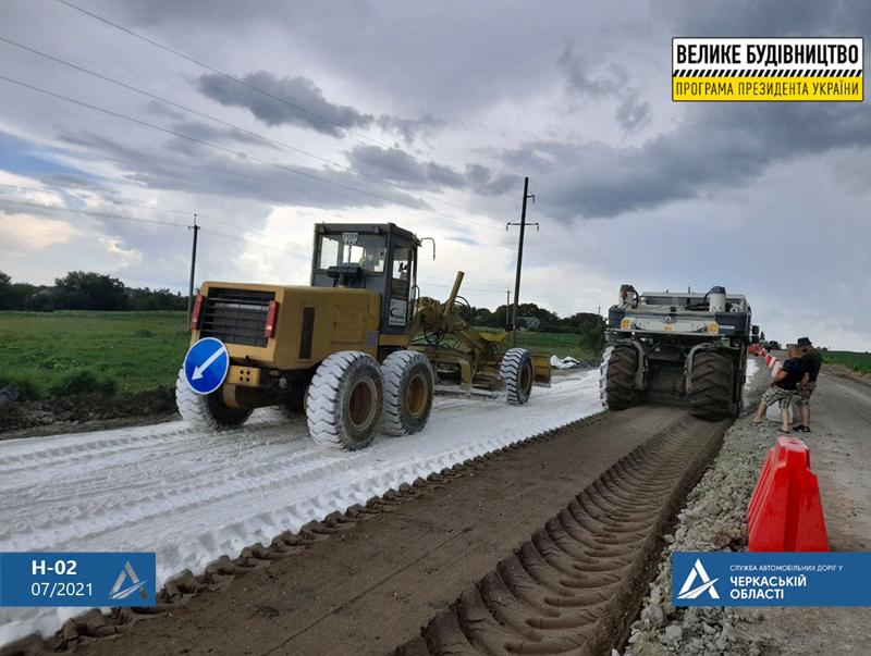 На обході міста Канева ремонтують дорогу