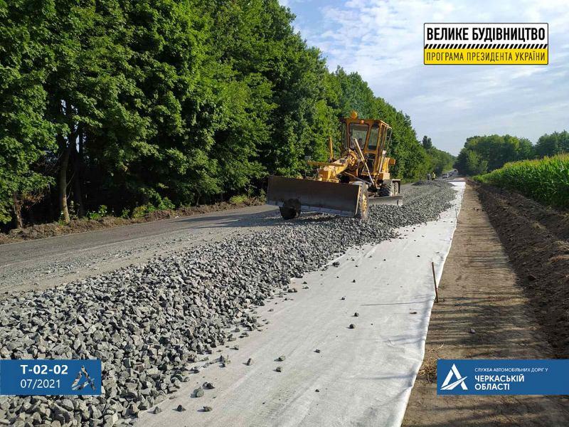 На Уманщині продовжують ремонтувати дорогу