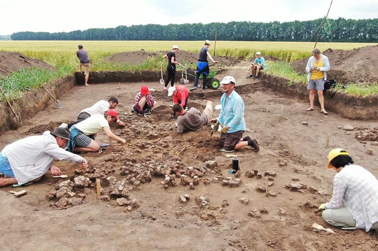 Пам'ятки трипільської культури в Легедзиному продовжують досліджувати