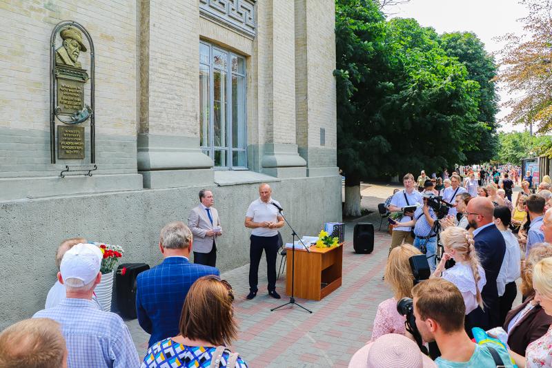 У Черкасах відкрили меморіальну дошку Владиславу Городецькому