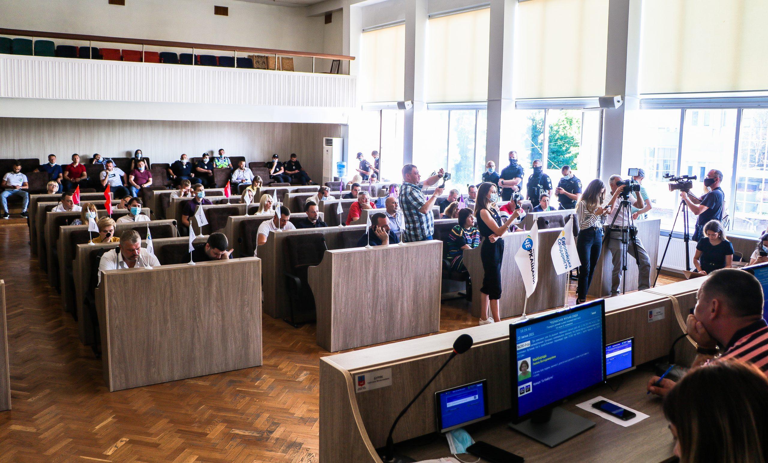На сесії Черкаської міськради розглянули питання ремонту доріг та ліфтів