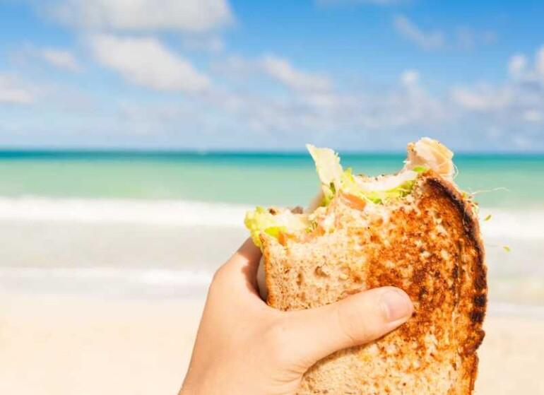 Яку їжу брати на пляж? – рекомендації експертів