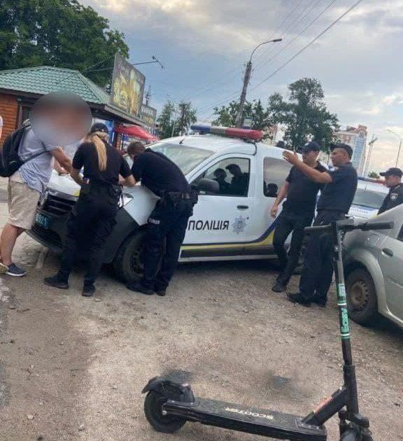 Поліцейські затримали жінку, яка намагалася вкрасти електросамокат