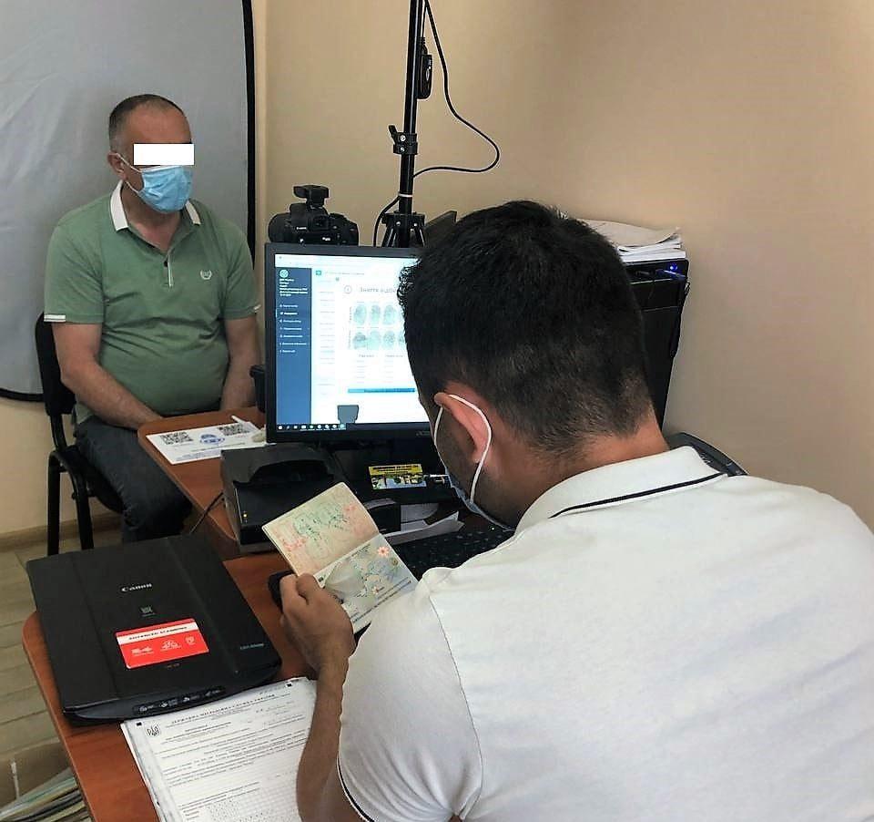 На Черкащині міграційники затримали азербайджанців-нелегалів