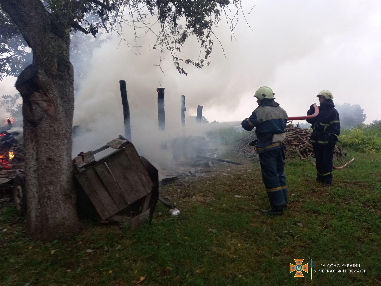 В області через розряд блискавки виникло дві пожежі