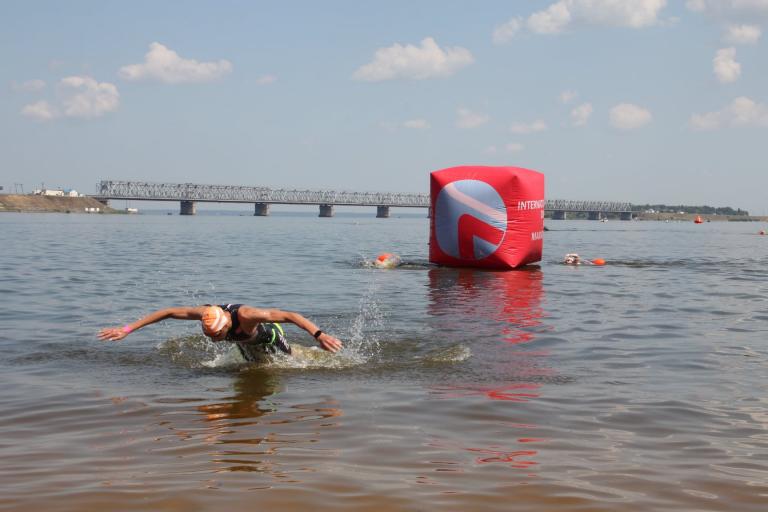 У Черкасах 650 учасників перепливали Дніпро