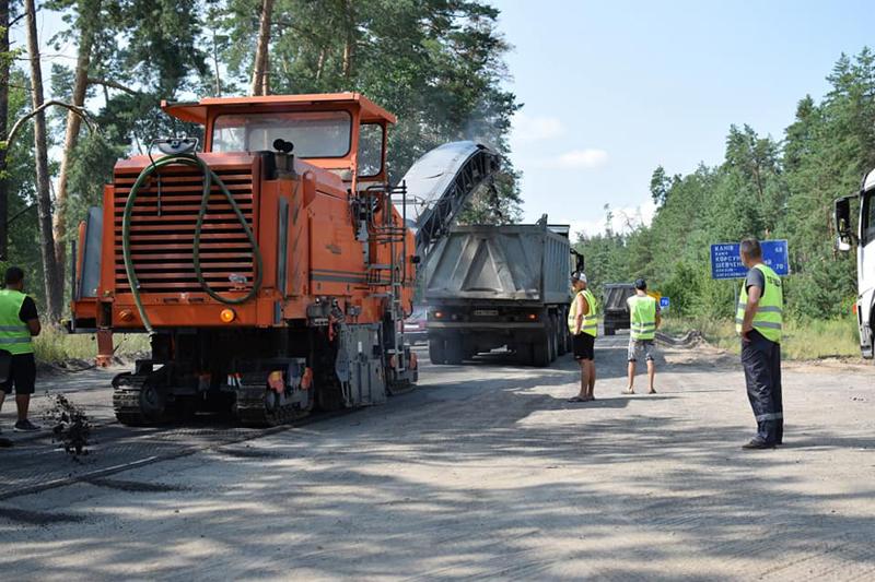 Розпочали поточний ремонт дороги від Будища до Черкас