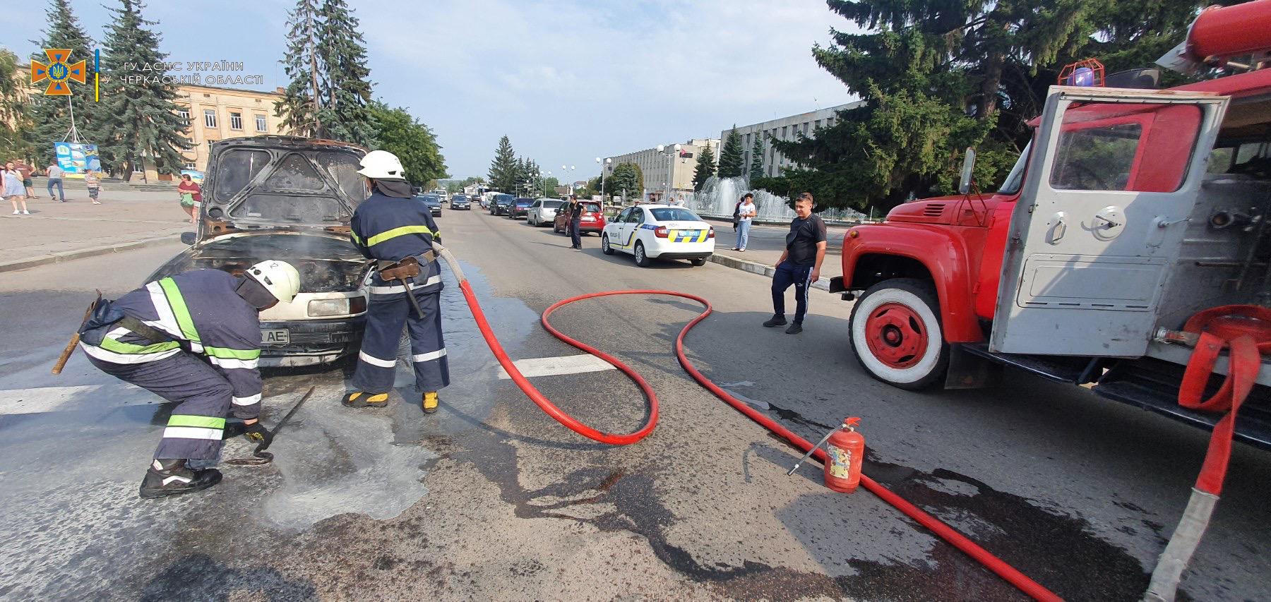 У Смілі рятувальники ліквідували займання, що виникло в автомобілі