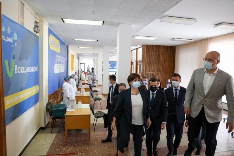 Денис Шмигаль: «Потрібно відкрити пункти щеплень у кожному районі»