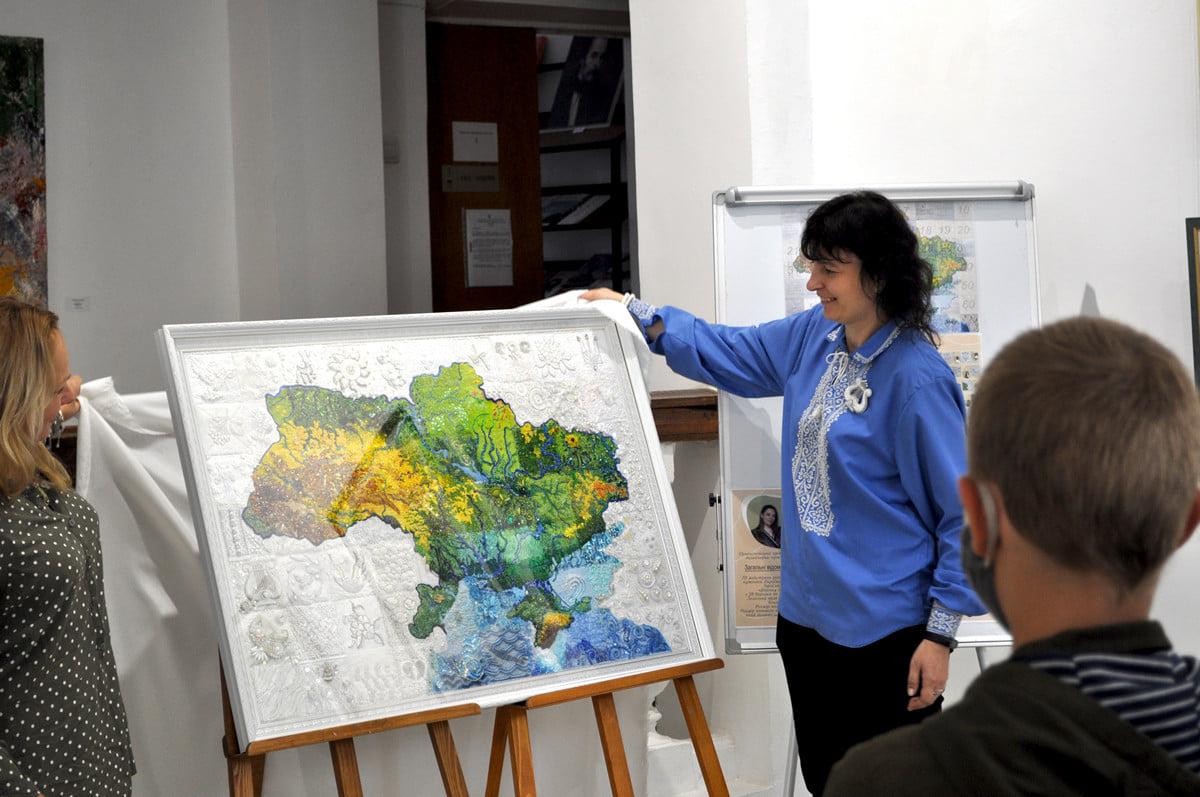 Вишиту мапу України презентували в Черкасах